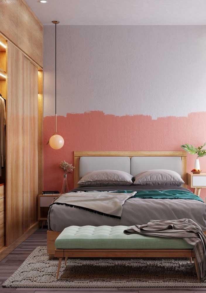 Decoração de quarto de casal moderno com meia pintura na parede