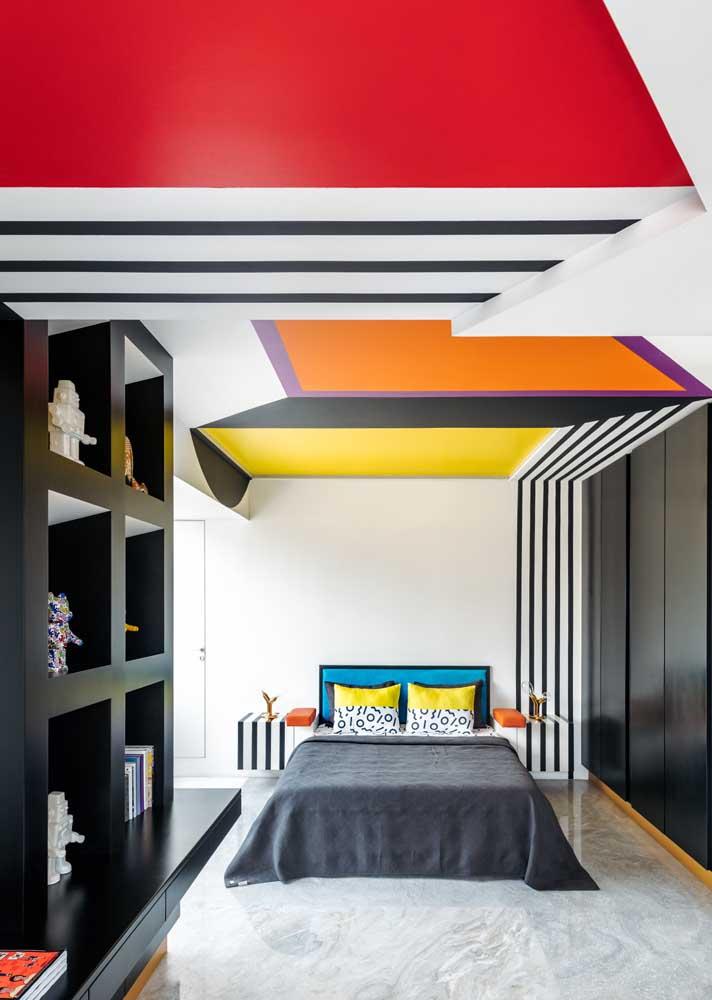 Já o quarto colorido é perfeito para um casal despojado e fã de artes
