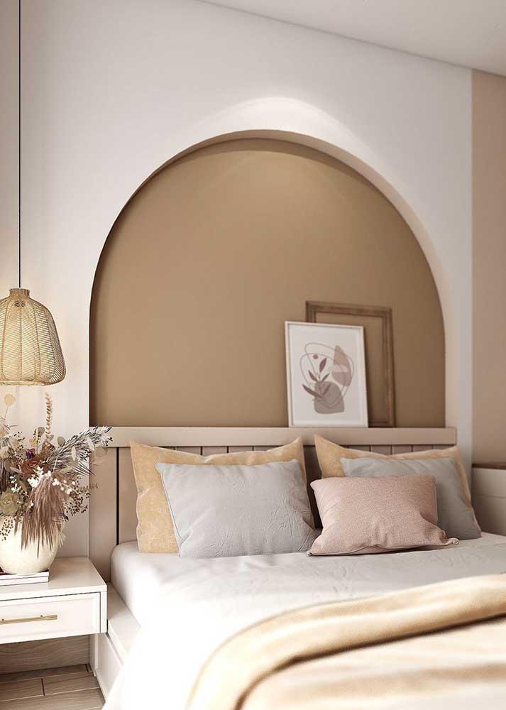 E para a cabeceira da cama um nicho em forma de arco