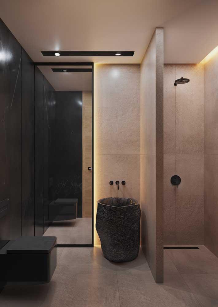 Luzes amarelas para um banheiro aconchegante
