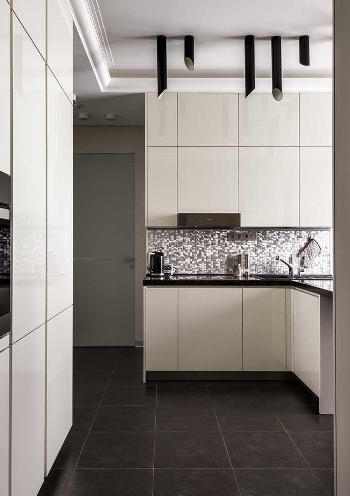 Projeto luminotécnico valorizando a iluminação natural da cozinha