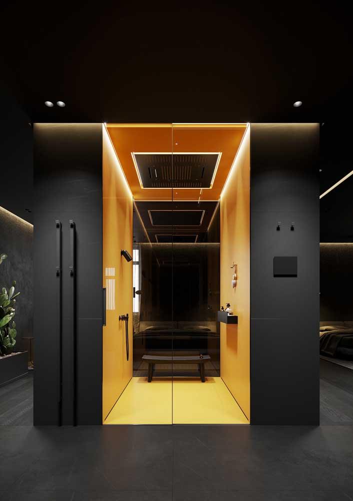 Na área do banho, a cor da parede se une a cor da lâmpada para oferecer o máximo de conforto