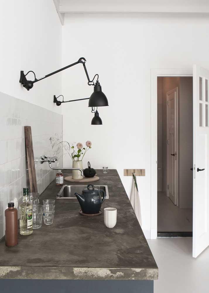 Luz direta na bancada da cozinha: praticidade no dia a dia