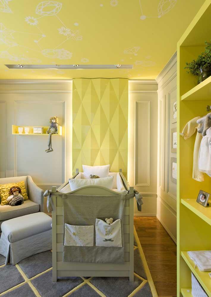 Luzes e paredes amarelas