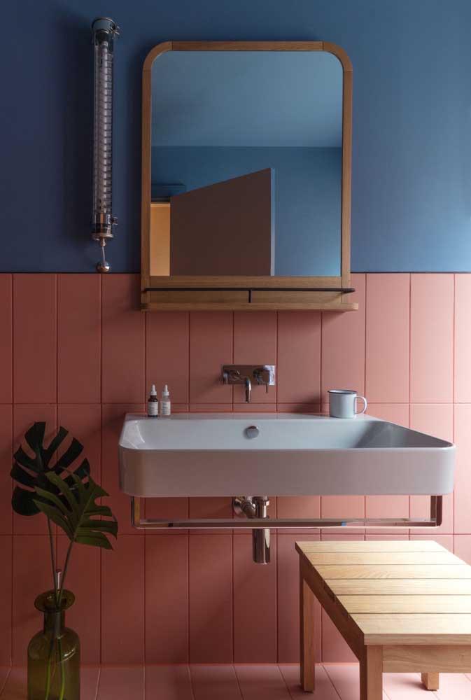Pintura de azulejo meia parede. Utilize cores contrastes para garantir um resultado original e moderno