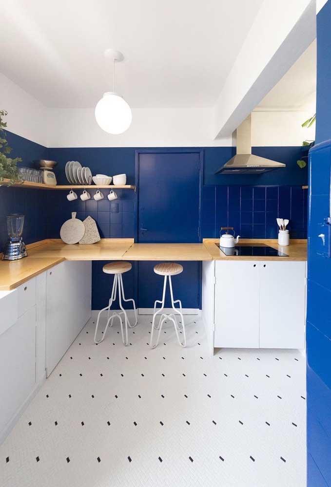 Já pensou ter uma cozinha nova todos os anos? Isso é possível pintando os azulejos