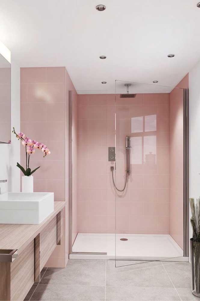Banheiro clean e delicado reformado com tinta para azulejo