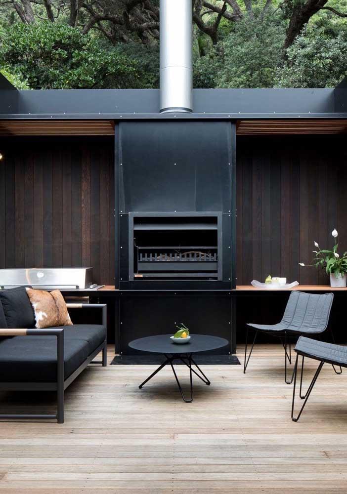 Área de churrasco com duas opções de churrasqueira: a gás e carvão
