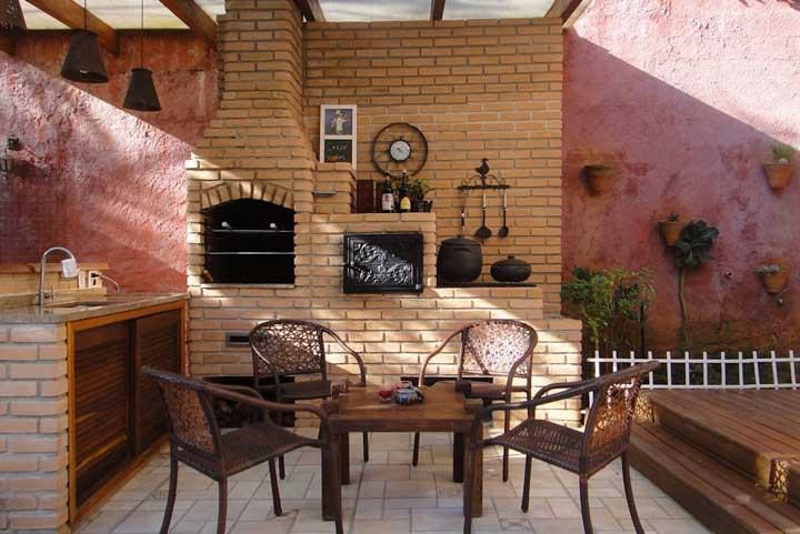 Churrasqueira tradicional de tijolos para quem não dispensa uma tradição