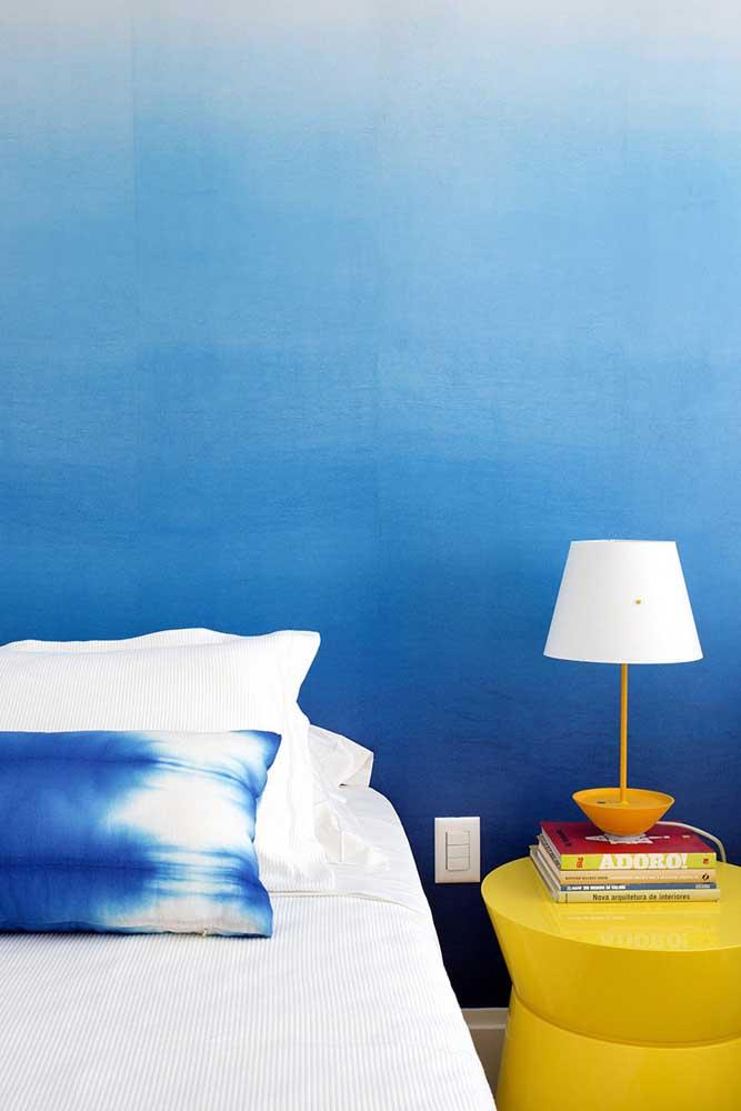 Degrade de azul para a parede do quarto