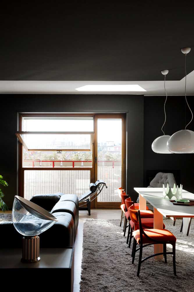Já pensou em uma pintura preta para sala?