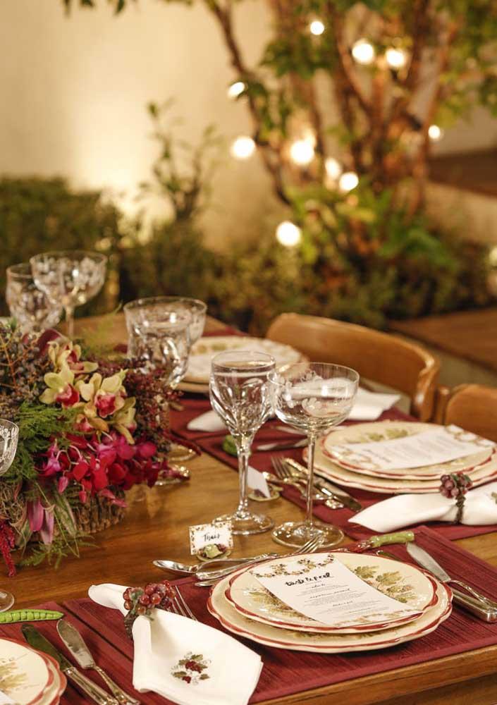 Uma noite de queijos e vinhos com mesa posta é perfeita para uma comemoração especial