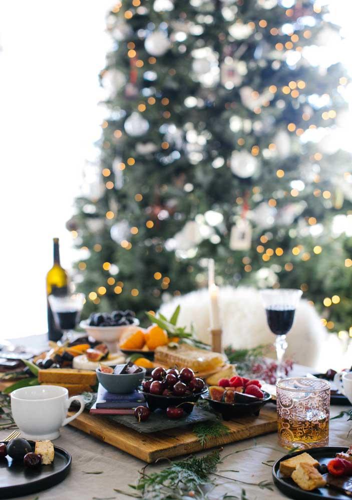Que tal uma ceia de natal em estilo queijos e vinho?