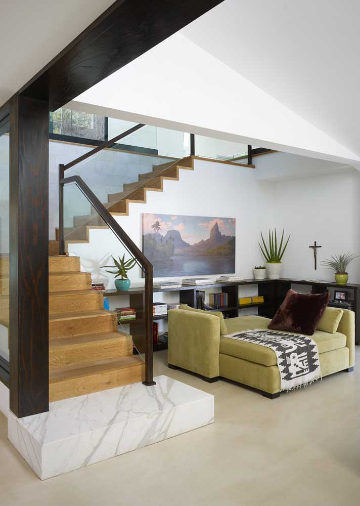 Um sofá verde oliva funcional, confortável e lindo de viver