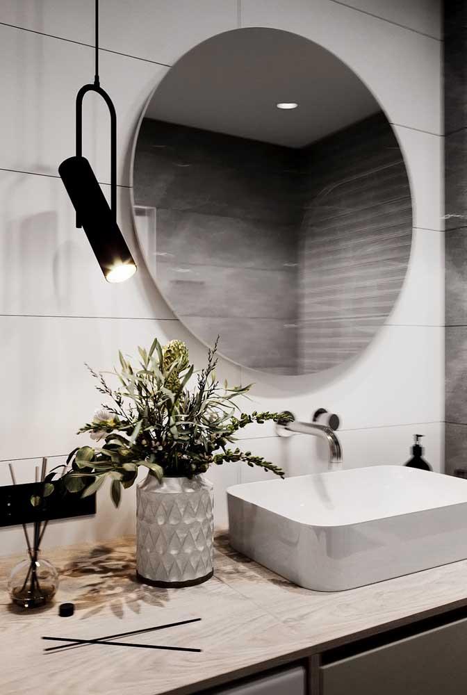 Aromatizador de ambientes para ajudar na decoração da bancada do banheiro