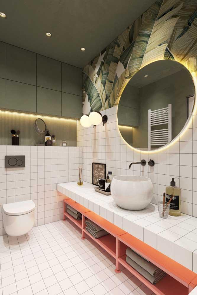 Já pensou em revestir a bancada do banheiro com azulejos?