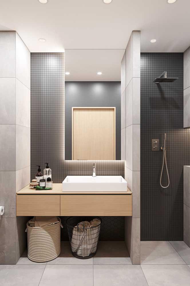 Bancada para banheiro pequeno com espaço para cestos