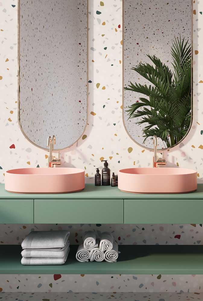 Fundo de granilite para destacar a bancada verde de cuba rosa