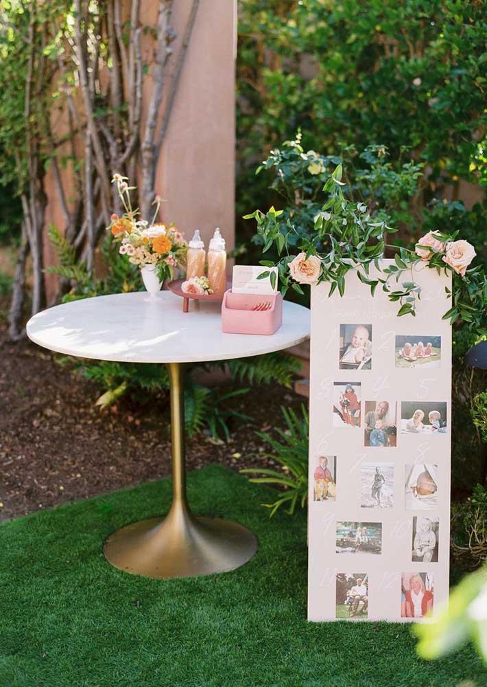 Que tal um painel de fotos para completar a decoração do chá de bebê menina?