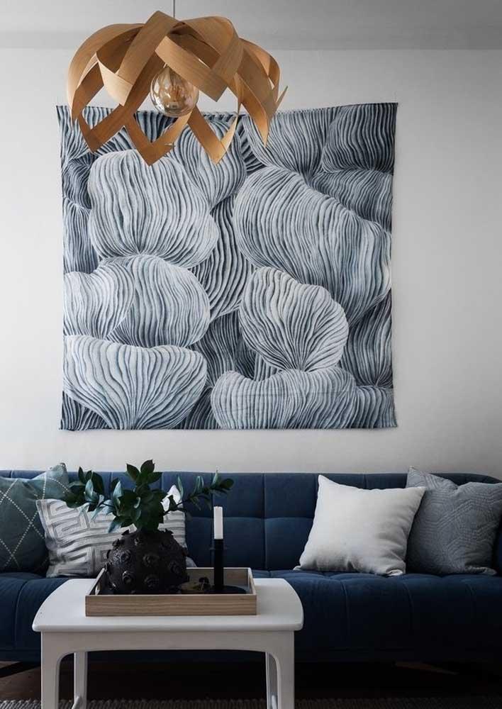 Lustre para sala rústico feito em madeira e com formato de flor