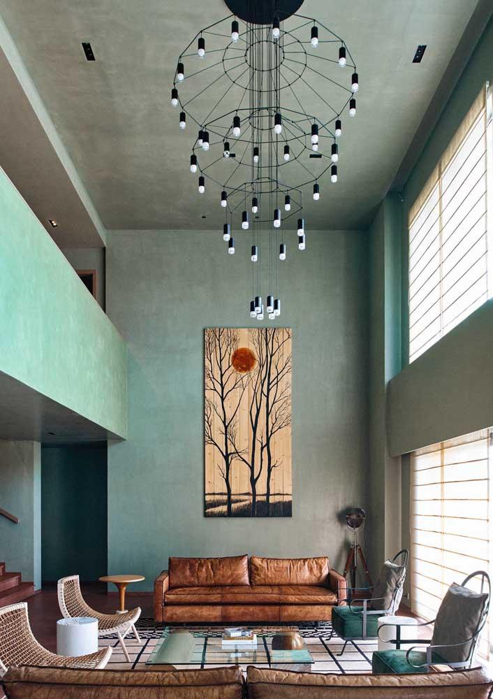 Um lustre a altura, literalmente, dessa sala de estar