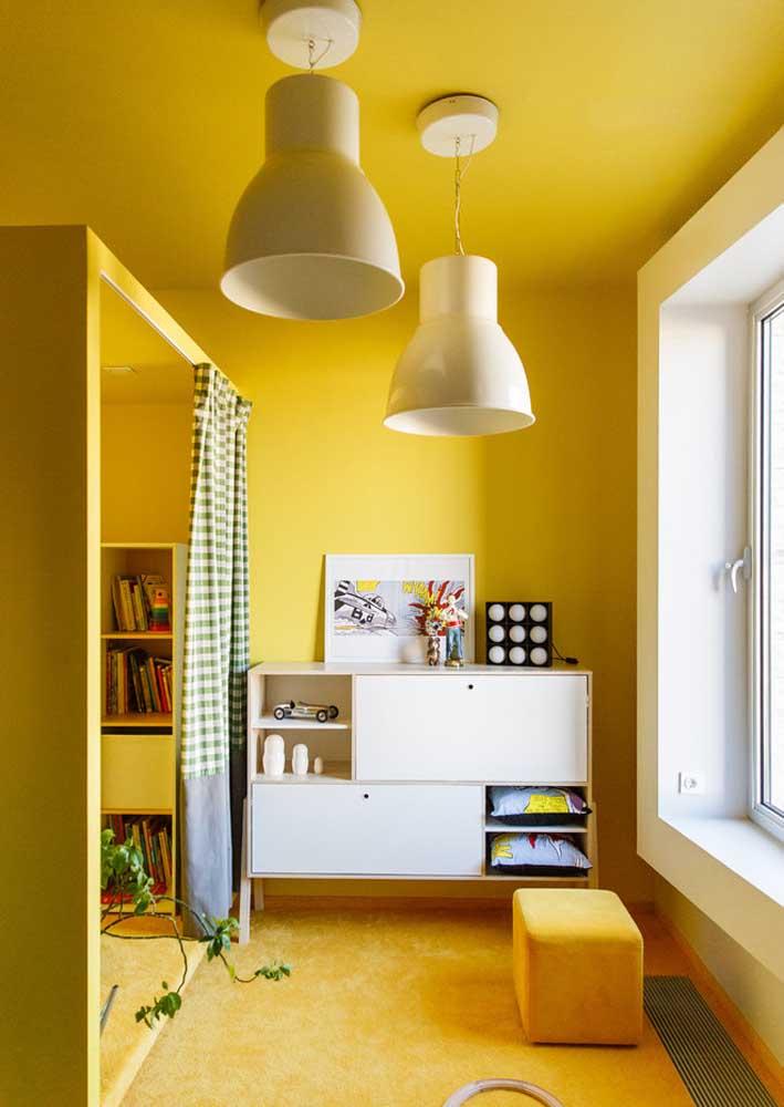 Aqui, a dupla de lustre simples foi valorizada pela cor das paredes
