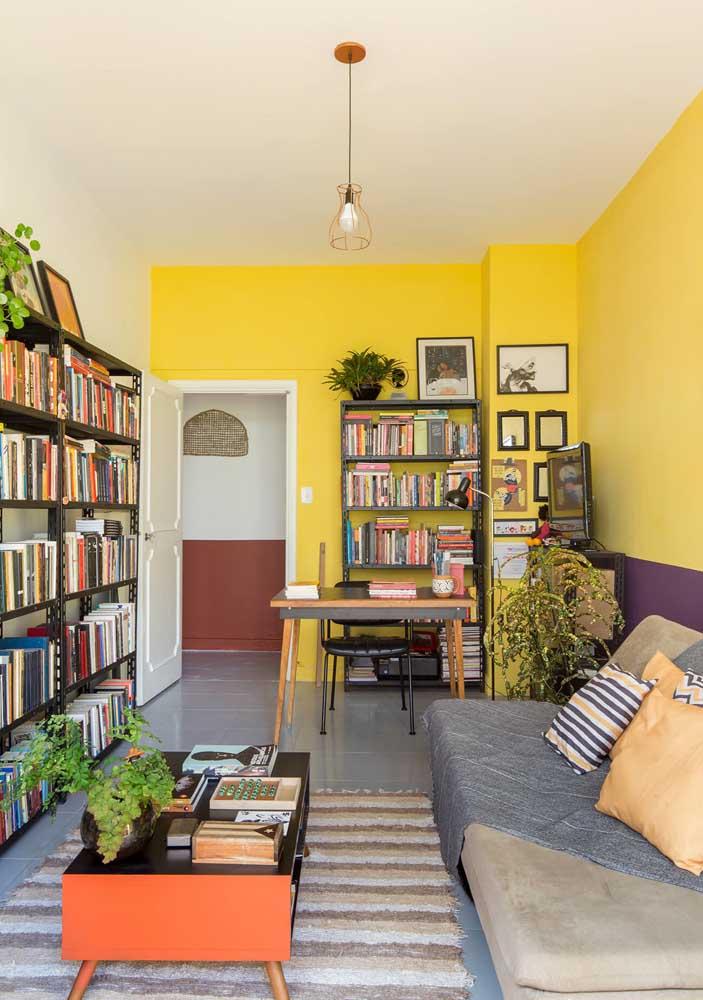 O lustre aramado é uma boa ideia de lustre para sala pequena e simples