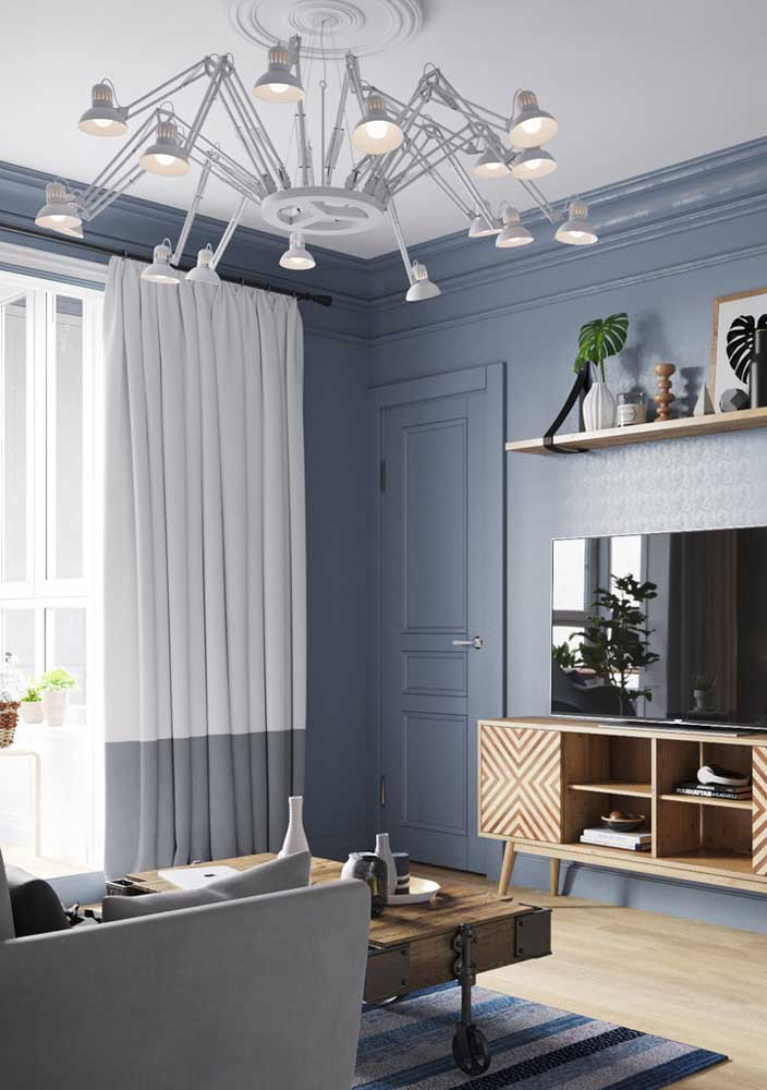 A prova perfeita de como o lustre pode ser todo o diferencial da decoração da sala