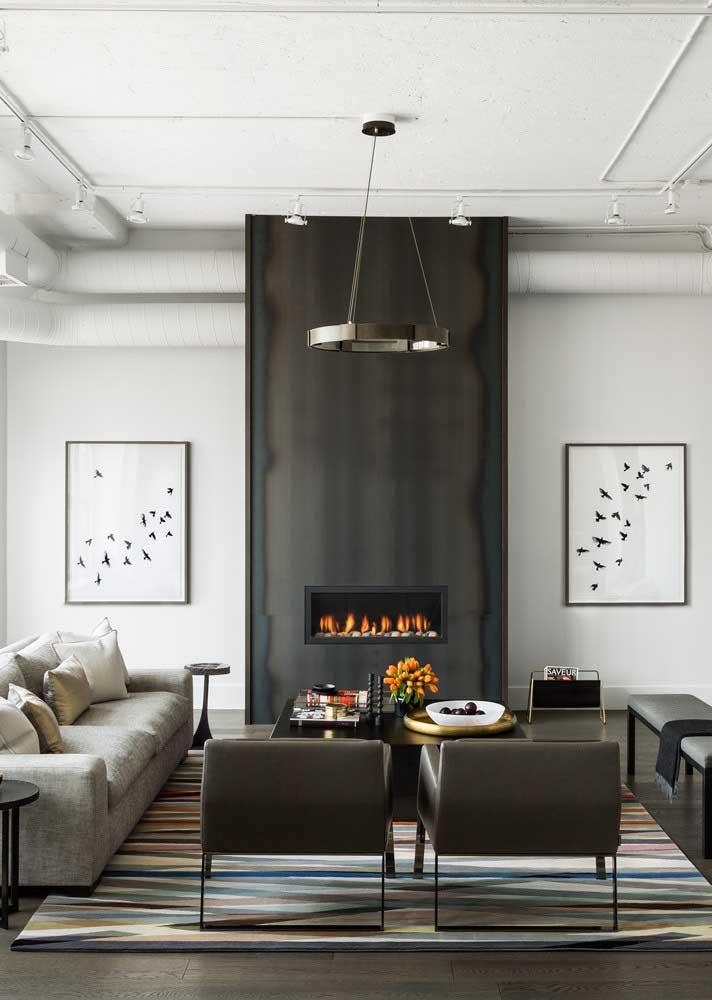 Lustre redondo preto acompanhando a modernidade da sala de estar