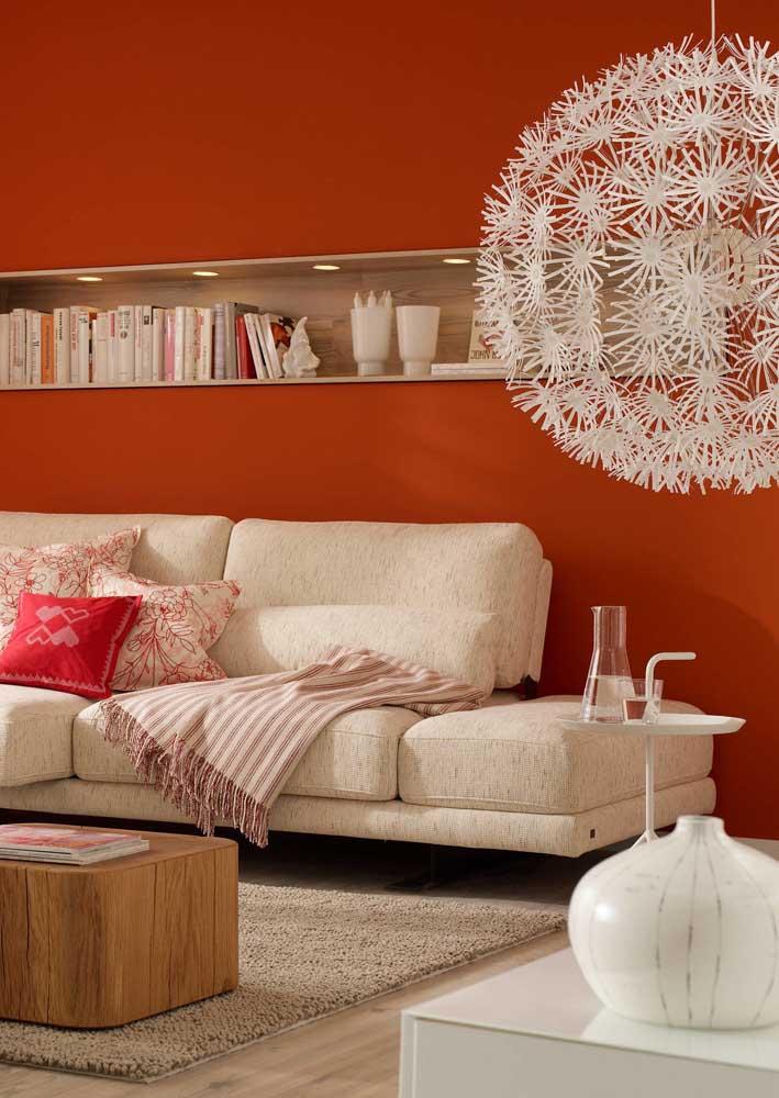 A cor da parede serve também para realçar a beleza do lustre