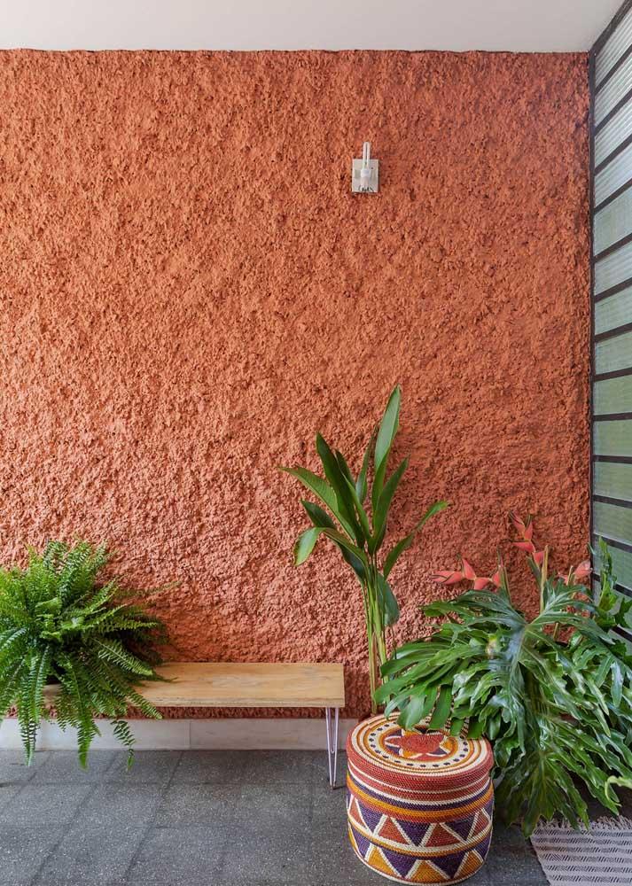 Textura efeito chapisco na parede de entrada da casa