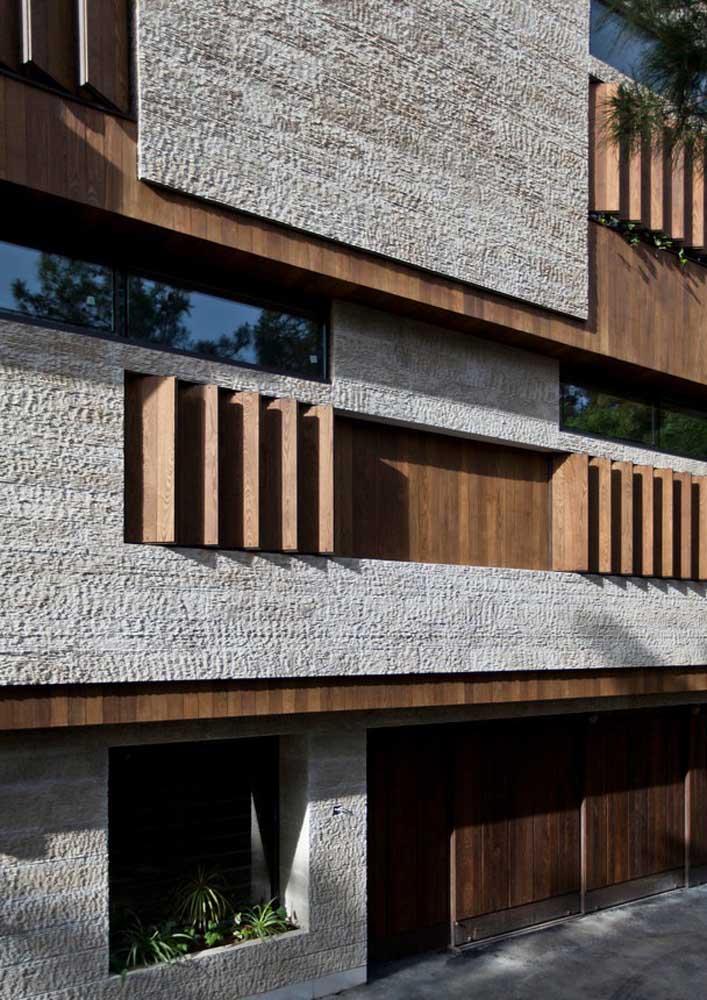 Cimento e madeira são o destaque dessa fachada