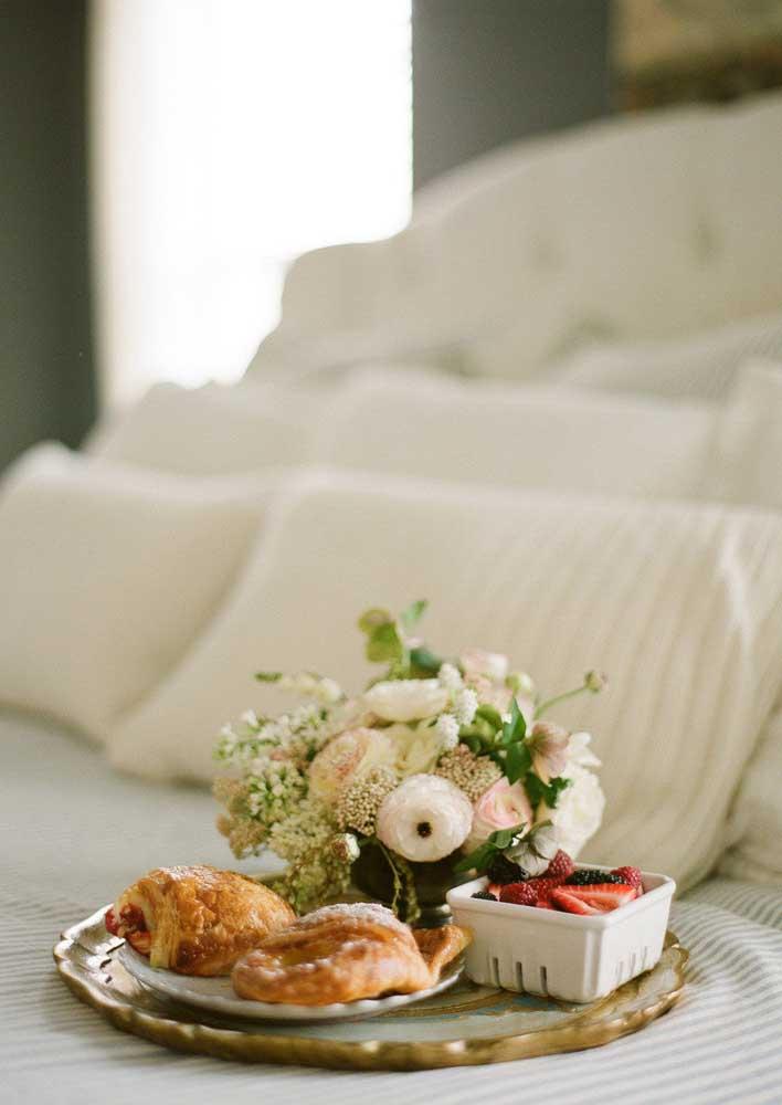 Café da manhã na cama simples e romântico