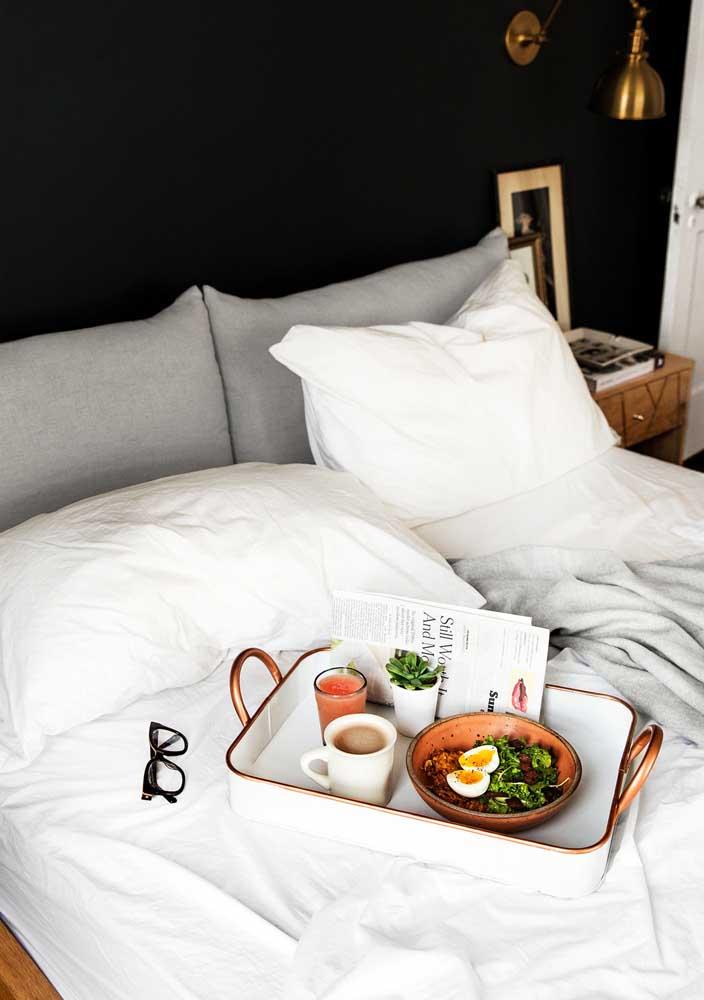 Café da manhã na cama simples para quebrar a rotina