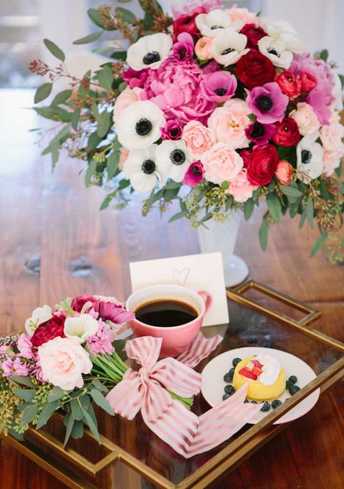 Café da manhã na cama com flores!