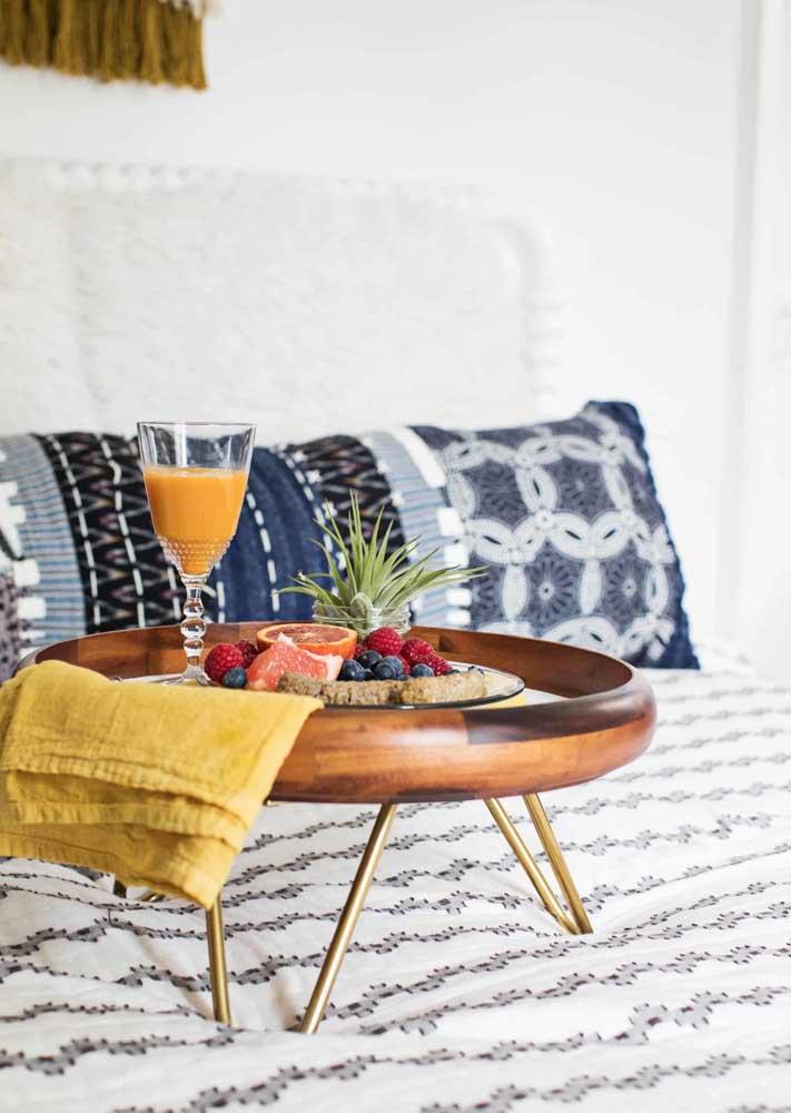 A bandeja faz toda diferença no visual do café da manhã na cama