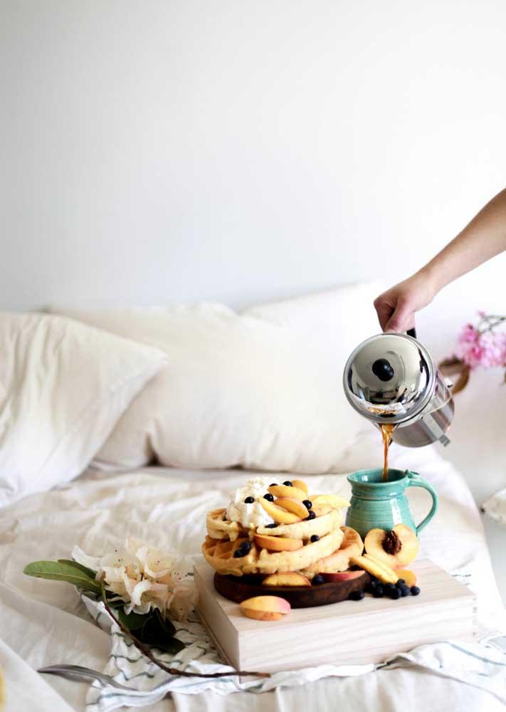 Pilha de panquecas e muito café para começar o dia!
