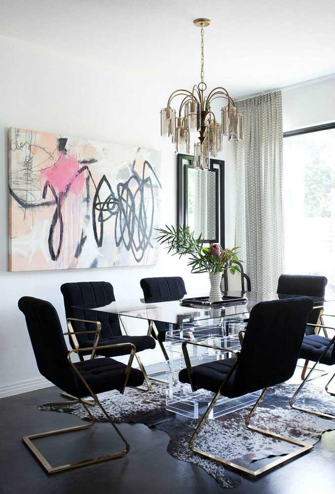 Mesa de vidro retangular com base de inox em um projeto sofisticado e moderno