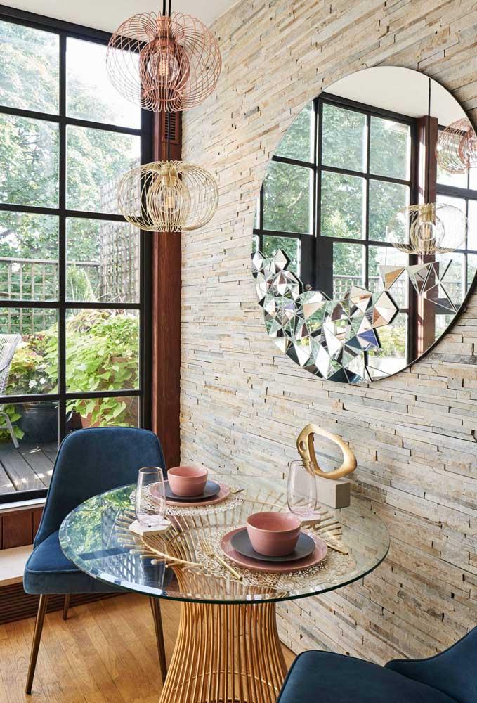 Mesa de vidro redonda pequena para aquele cantinho confortável da casa