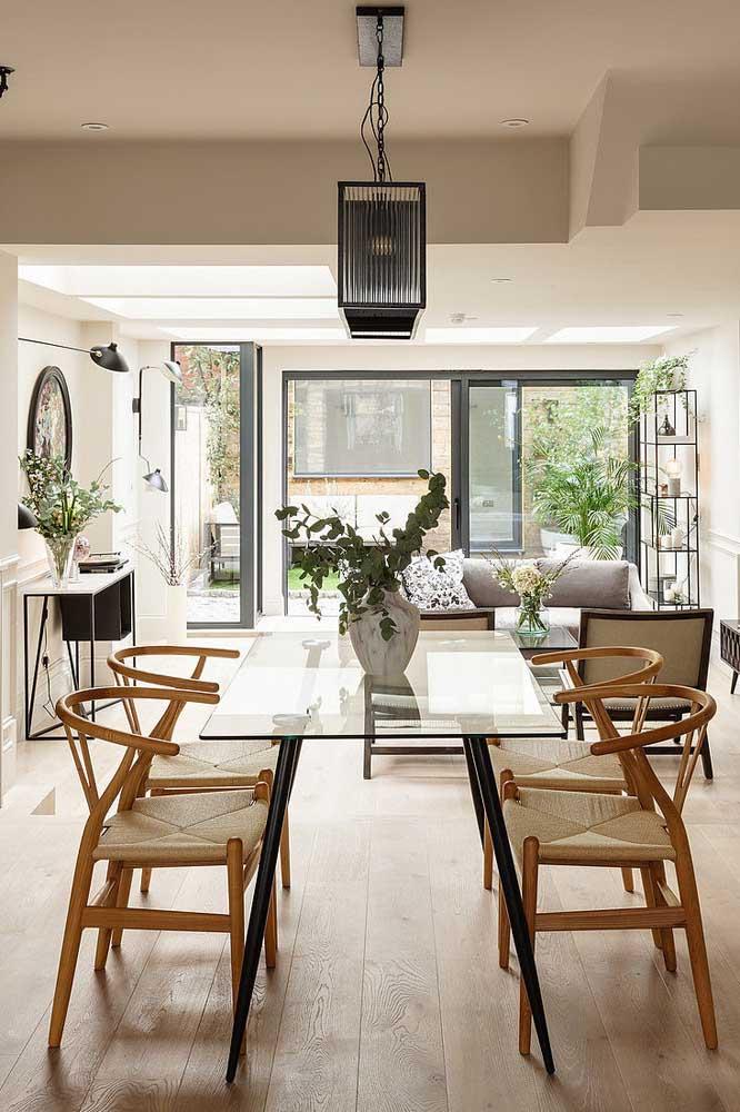 Mesa de vidro 4 lugares para a sala de jantar integrada