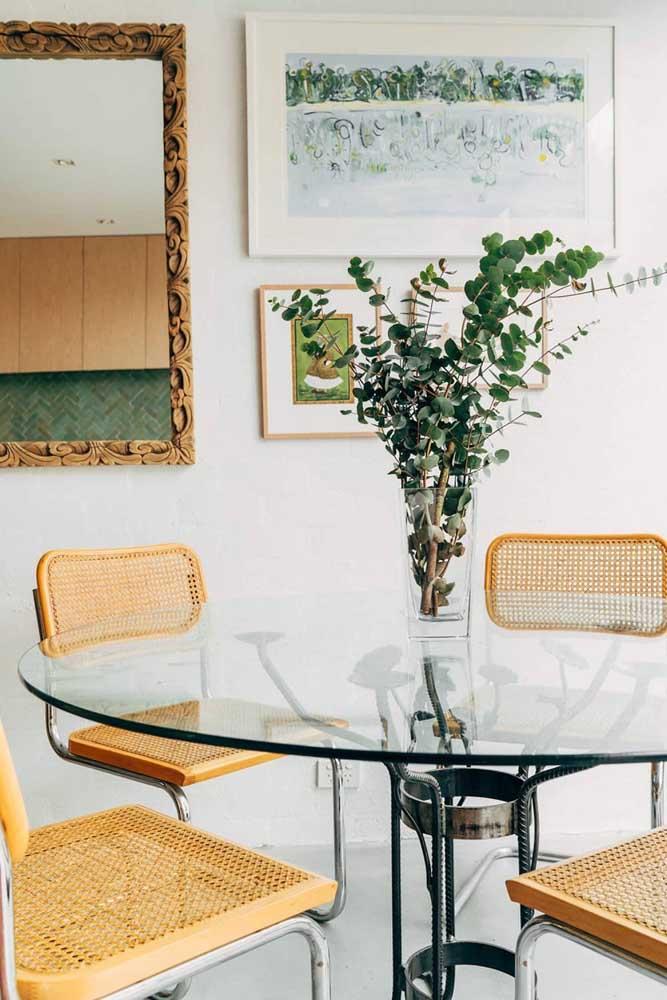 Mesa redonda de vidro 4 lugares com uma base de ferro cheia de estilo