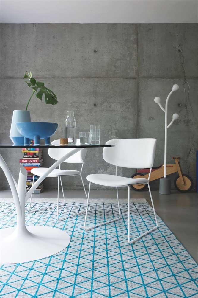 Mesa de vidro redonda com base no inspirada na clássica mesa Saarinen