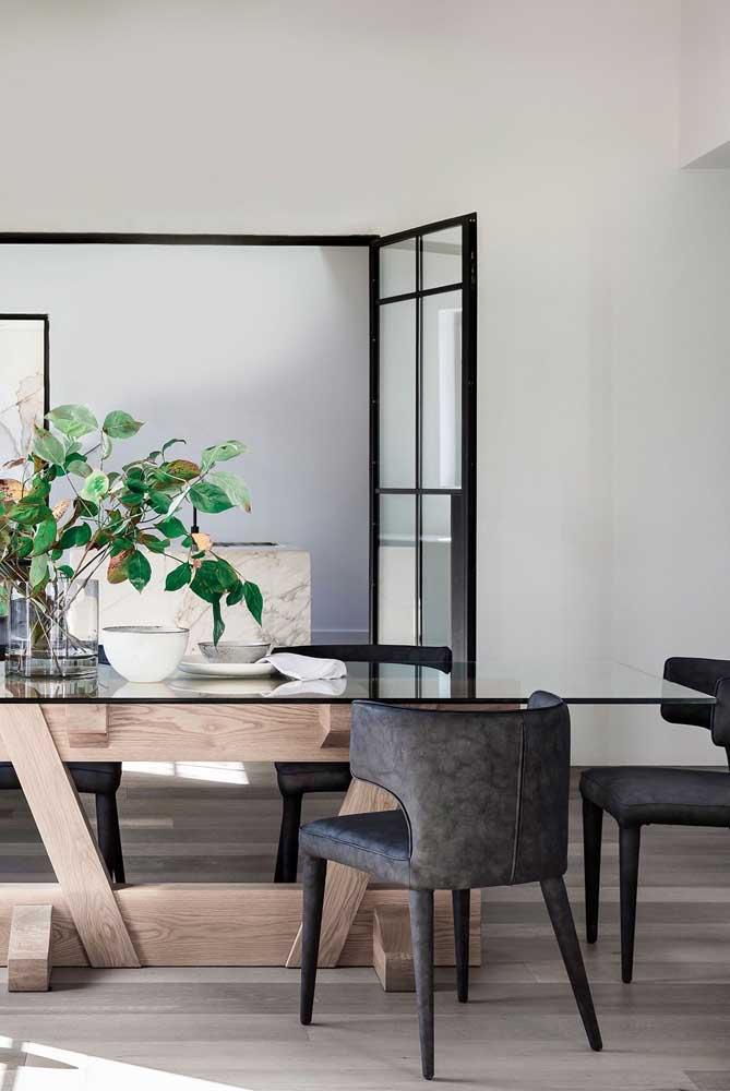 Mesa de jantar de vidro preto: uma tendência nas decorações modernas