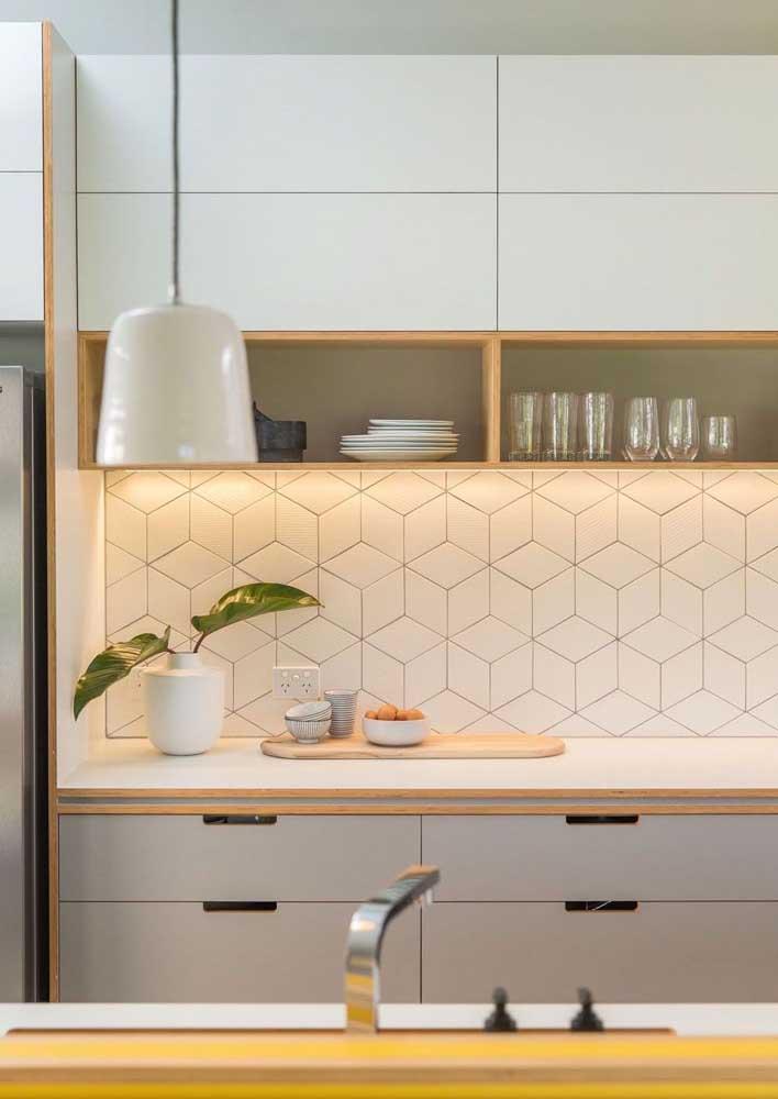 Revestimento de parede branco na cozinha: beleza e funcionalidade