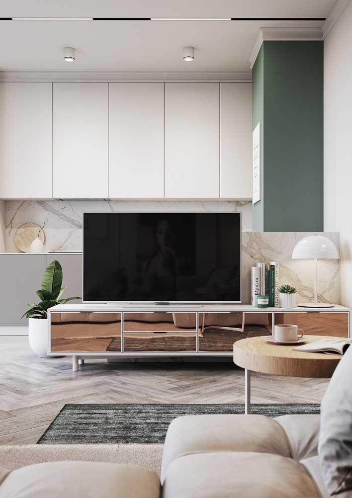 Revestimento de parede para sala: o mármore agrega sofisticação ao décor