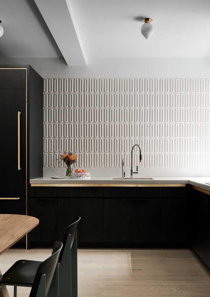 Placas cerâmicas em 3D no revestimento de parede para cozinha