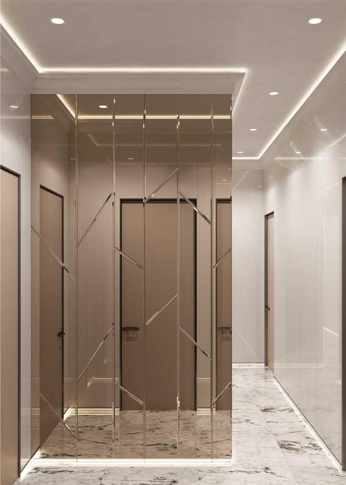 Revestimento de parede interno capaz de ampliar o corredor