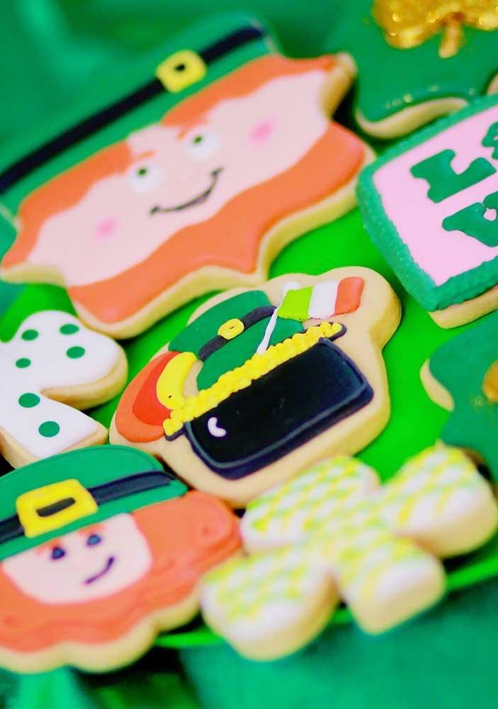 Já aqui, a dica é fazer biscoitinhos decorados de Leprechaun