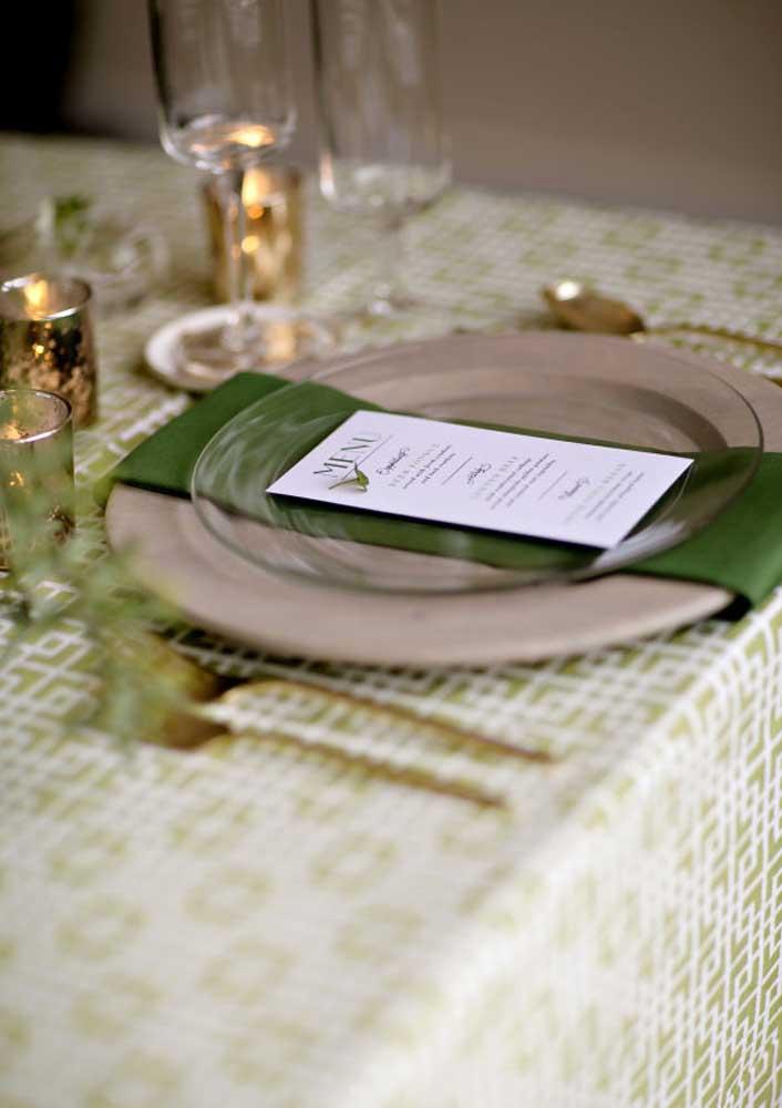 Mesa posta e super elegante para o momento de confraternizar a refeição
