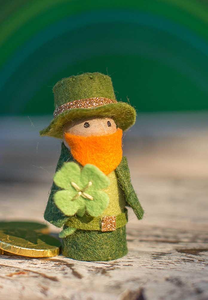 Um leprechaun fofo de feltro para deixar a decoração ainda mais bonita